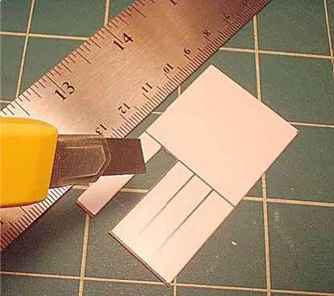Usando el cuchillo de modelismo corta con cuidado el esta