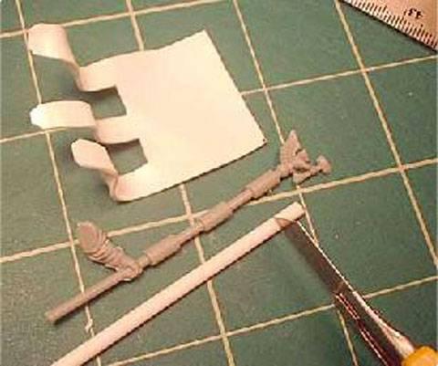 Usando el cuchillo de modelismo corté tres piezas del mismo tamaño que estos.