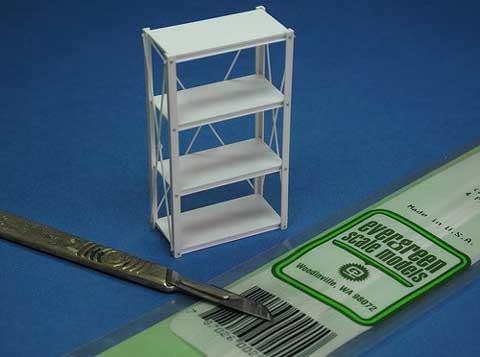 Estanterias y mesas de trabajo mas otros complementos fabricados con varillas y planchas de evergrend.